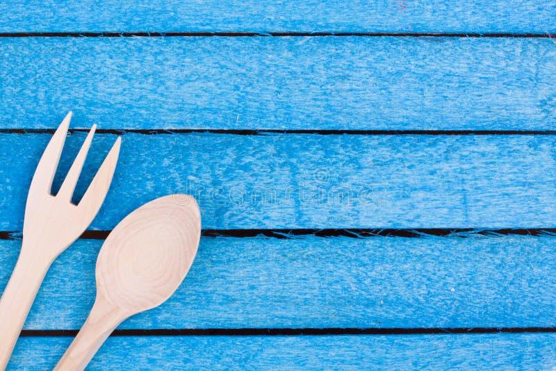 Träsked och gaffel arkivfoto