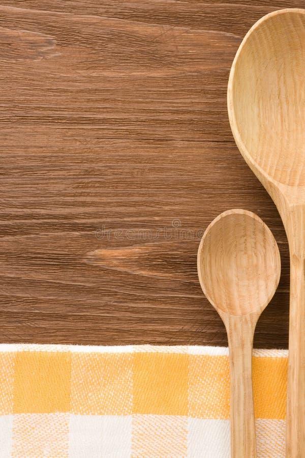 Träsked som utensils på tabellen royaltyfri foto