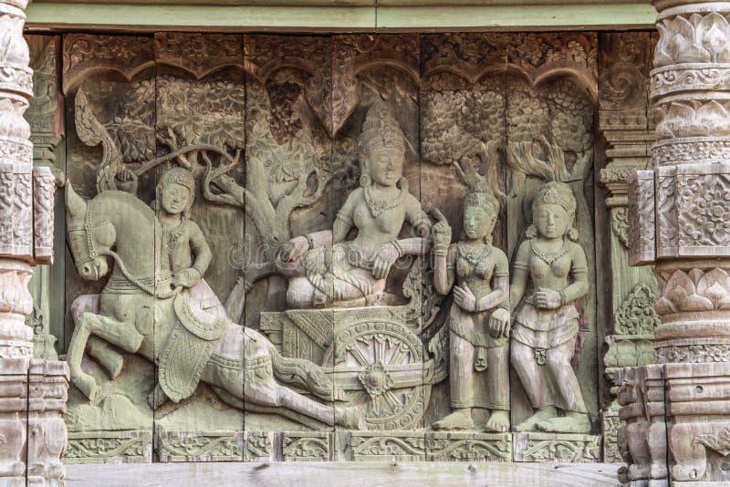 Träskulptur arkivbilder