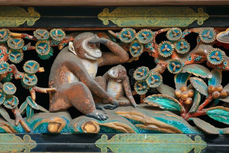 Träskulptur på ett magasin på Nikko, Toshogu relikskrin i Japan royaltyfri foto