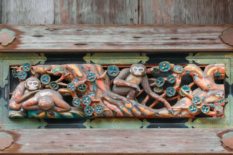 Träskulpturer på ett lagerhus i den Nikko Toshogu relikskrin arkivfoton