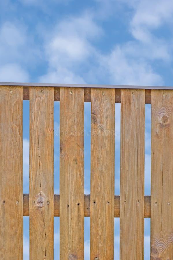 träsky för postering för staket för brownoklarhetscloudscape fotografering för bildbyråer
