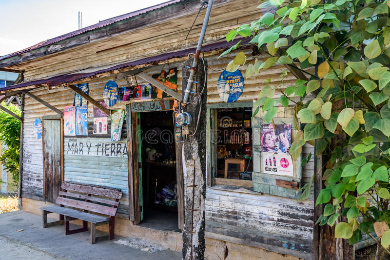Träskyltfönster, Livingston, Guatemala royaltyfria bilder