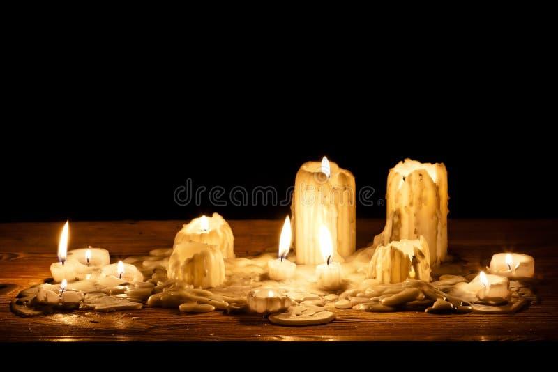 träsmältande hylla för stearinljus arkivbilder