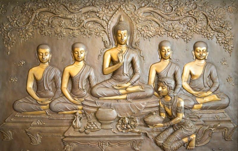 Träsnida för Buddha Vägg- målningar berättar berättelsen om historien för Buddha` s royaltyfri bild