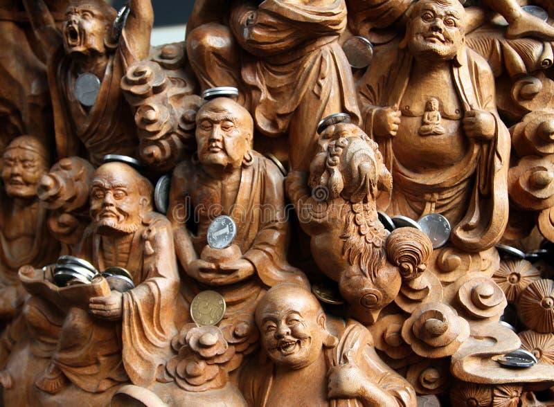 Träsniden panel av 18 16 Arhats i den Jade Buddha Temple Yufo Chan si royaltyfria foton