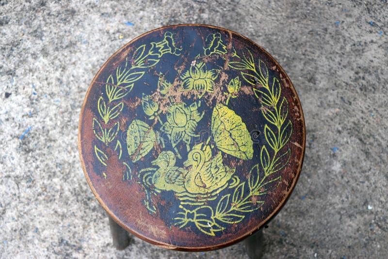Trästol för antik cirkel, färgstämpel som duckar lotusblomma och bladet royaltyfri fotografi