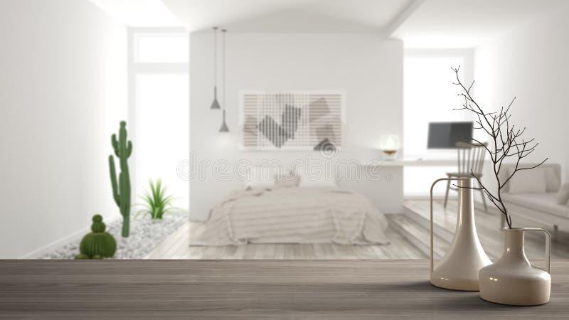 Trätabellöverkant eller hylla med minimalistic moderna vaser över det suddiga minimalist moderna sovrummet, vit inre royaltyfri foto
