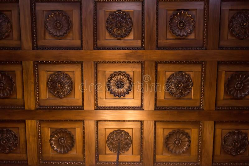 Trätak med dekoren i det väntande rummet i den Livadia vännen arkivfoto