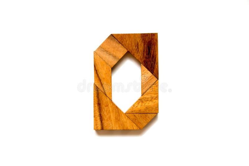Trätangrampussel som bokstav för engelskt alfabet & x22; O& x22; form arkivfoton