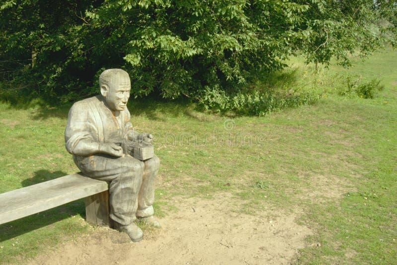 trätree för yxasnickareskulptur royaltyfri foto