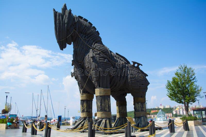 TräTrojanska hästen från filmen Troy Det donerades till staden av Canakkale royaltyfria foton