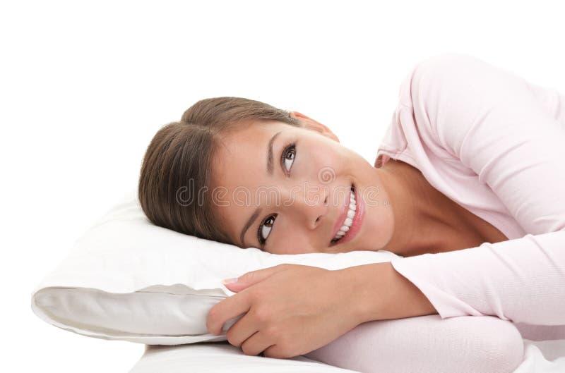 Träumen im Bett lizenzfreie stockbilder
