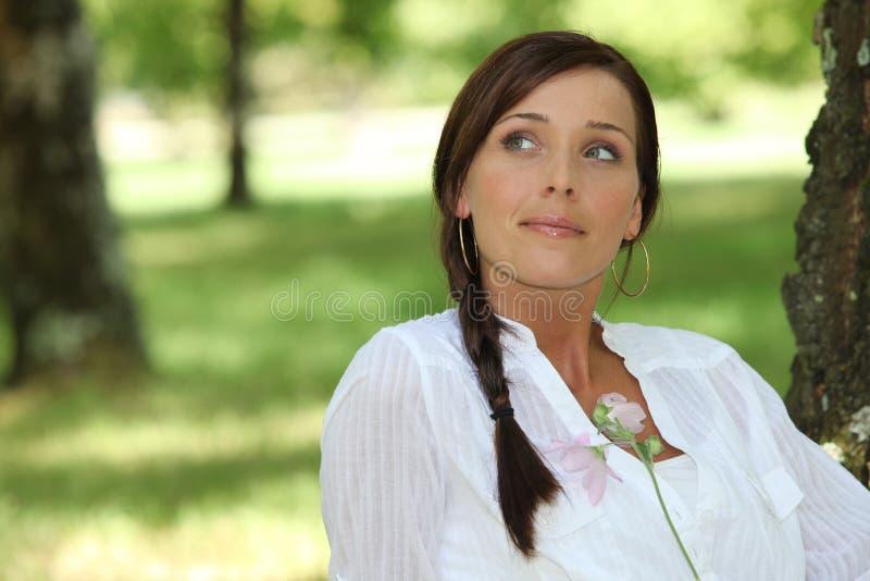 Träumende Frau stockfoto