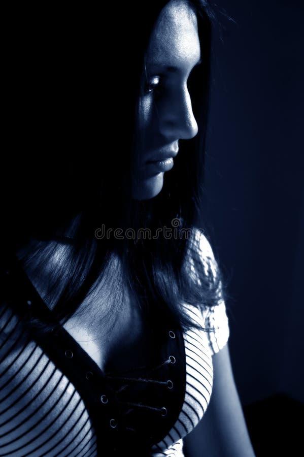 Träumender Brunette stockfoto