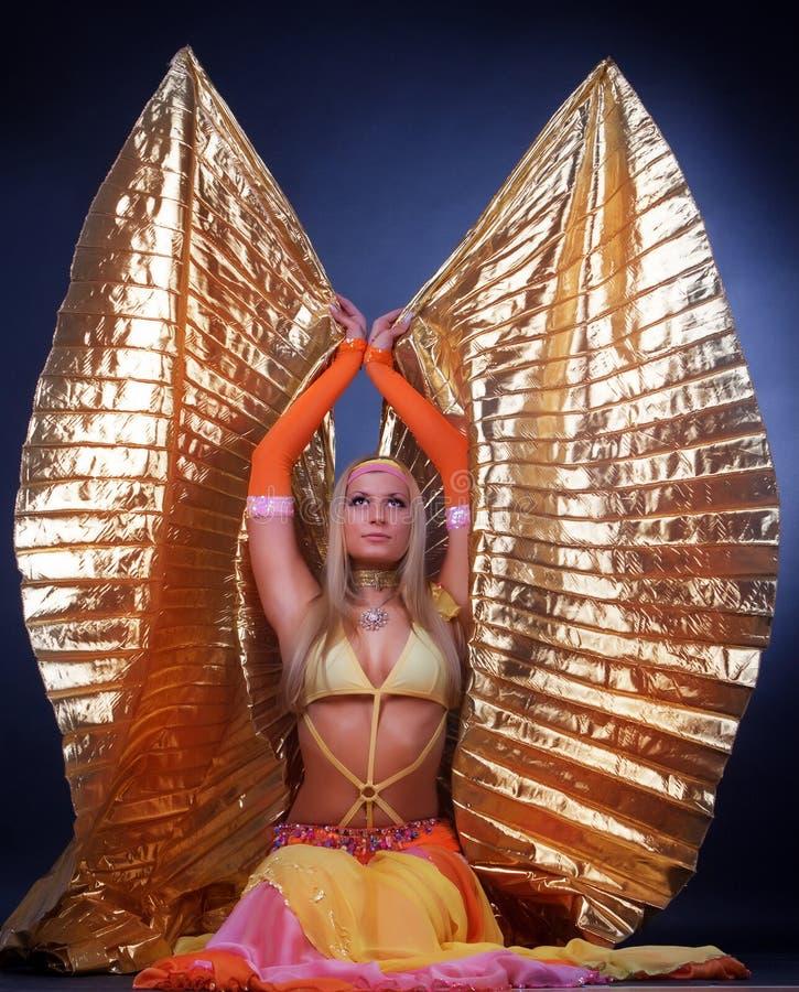 Träumerische Frau iwith Flügel stockfotos