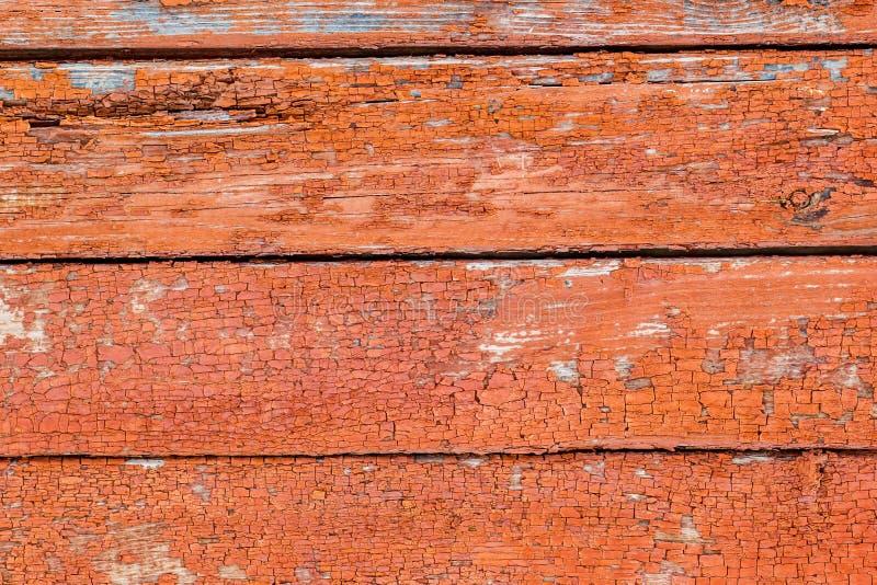 Trävägg för lantlig tappning med urblekt röd målarfärg Bakgrund tex royaltyfri fotografi