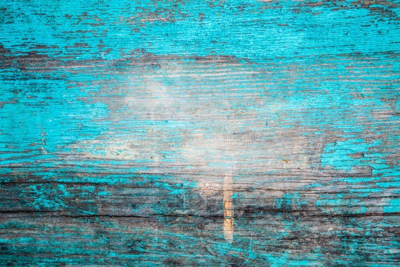 Trävägg, knäckt blåttmålarfärg arkivfoto