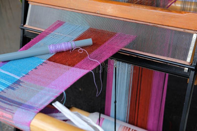 Trävävstol för väva maskin för framställning av textilen fotografering för bildbyråer