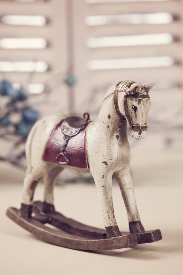 Trävagga häst royaltyfria bilder