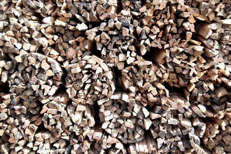 Trävedträt används för att laga mat mat arkivbild