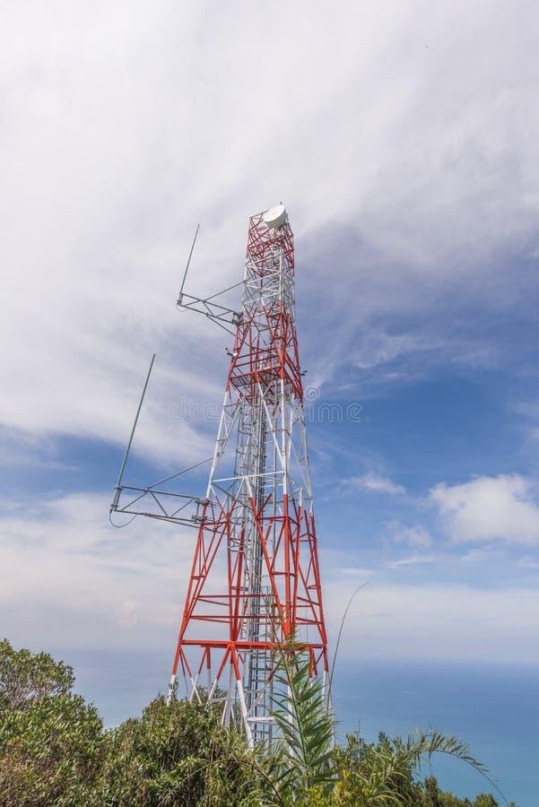 Trådlöst torn för celltelefon royaltyfri fotografi