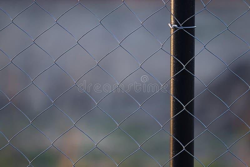 Trådmetall som förtjänar staketet royaltyfria foton