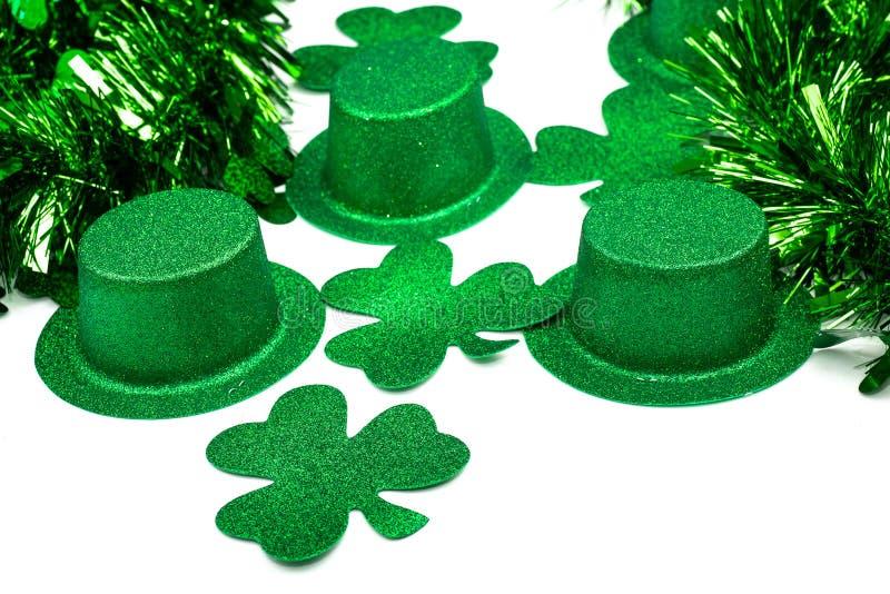 Tréboles de los sombreros y cinta festiva foto de archivo libre de regalías