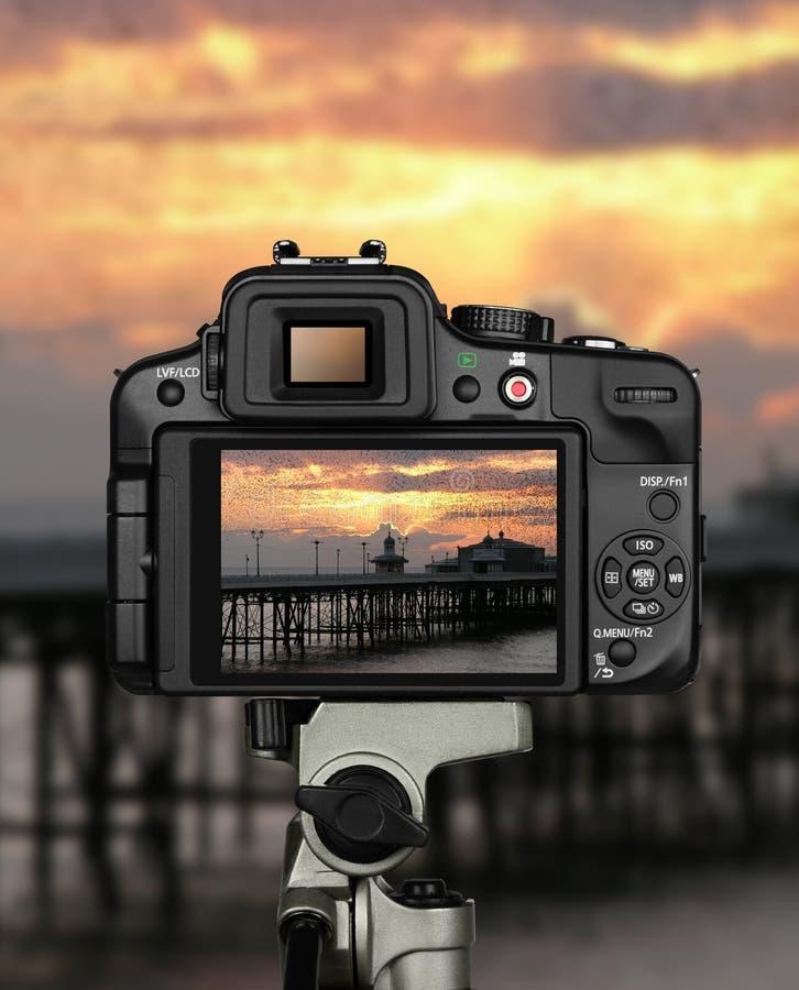 Trépied de coucher du soleil d'appareil-photo image libre de droits