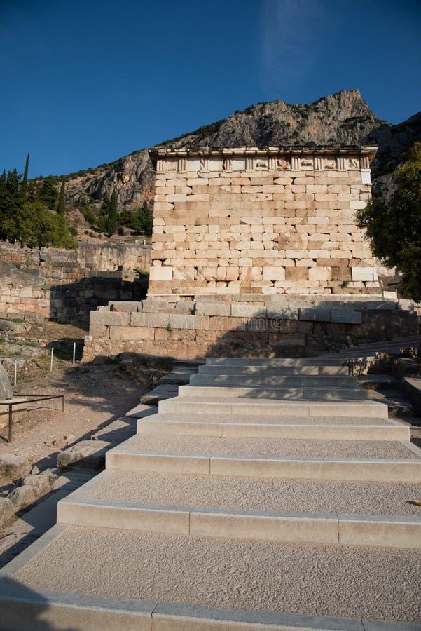 Trésor athénien au temple d'Apollo, site de Delphes La Grèce photos stock