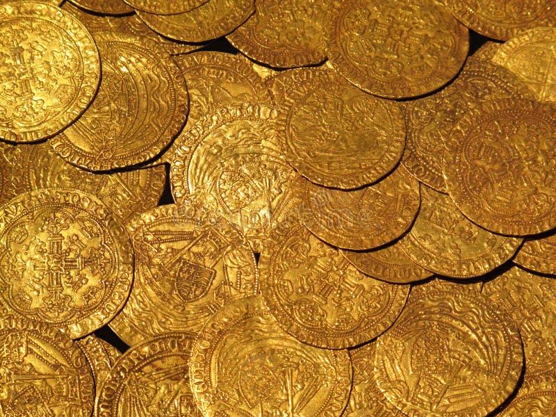 Trésor médiéval de pièces d'or photos stock