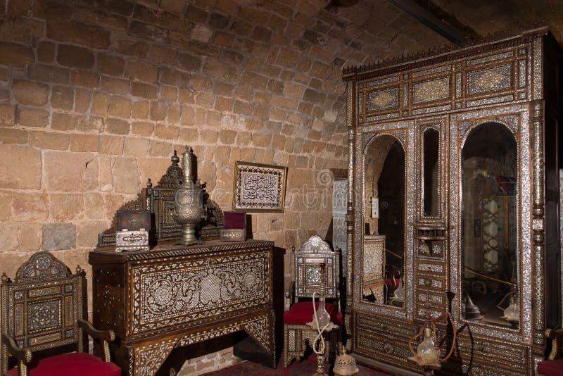 Trésors dans le musée de murs image stock