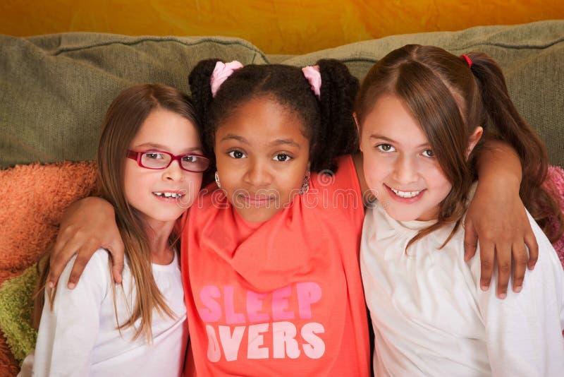 Três amigos da menina fotos de stock