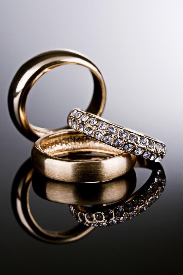 Três anéis de ouro. fotos de stock royalty free