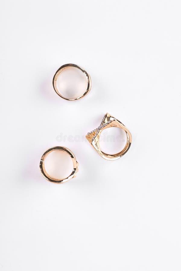 Três anéis do bijouterie, vista superior imagem de stock