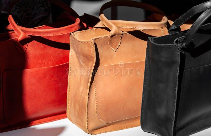 Três bolsas do couro do ` s das mulheres fotos de stock royalty free