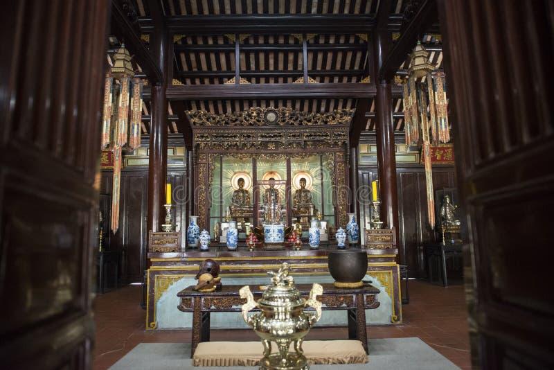 Três Budas de bronze Matiz, Vietname imagens de stock