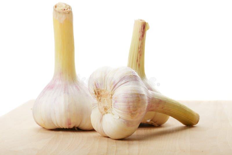 Download Três bulbos do alho foto de stock. Imagem de branco, vegetal - 16866724