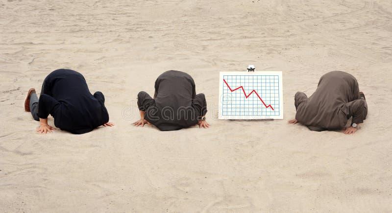 Três cabeças na areia fotografia de stock royalty free