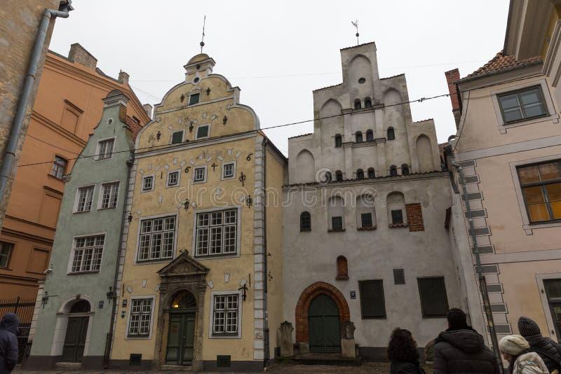 Três casas dos irmãos em Riga, Letónia imagem de stock royalty free
