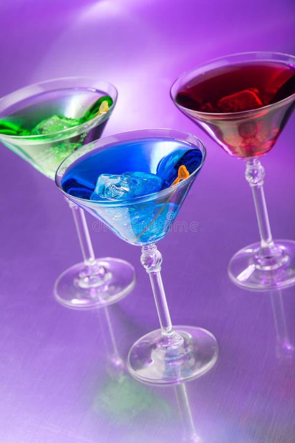 Três cocktail na barra imagem de stock