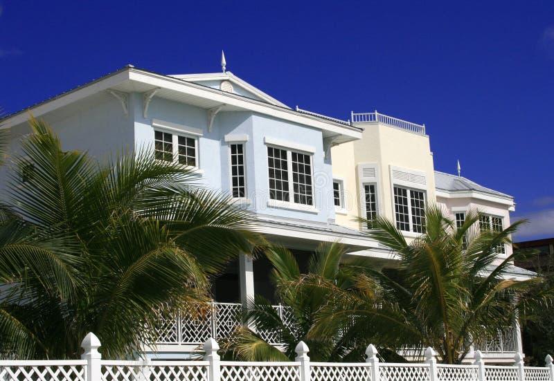 Três condomínios na praia imagem de stock