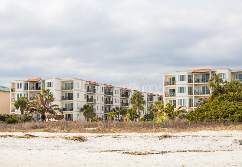 Três condomínios tropicais da praia da história foto de stock royalty free