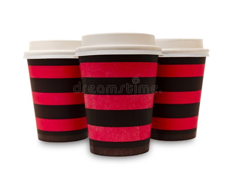 Tr?s copos de caf? de papel coloridos no branco imagens de stock royalty free