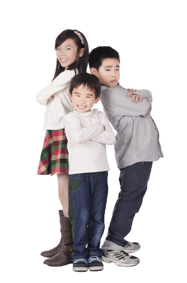 Três crianças bonitos felizes levantadas fotos de stock royalty free