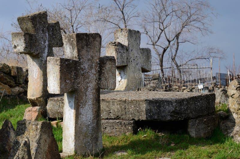 Três cruzes de pedra no cemitério ucraniano antigo do ` s do cossaco, Odessa fotos de stock royalty free