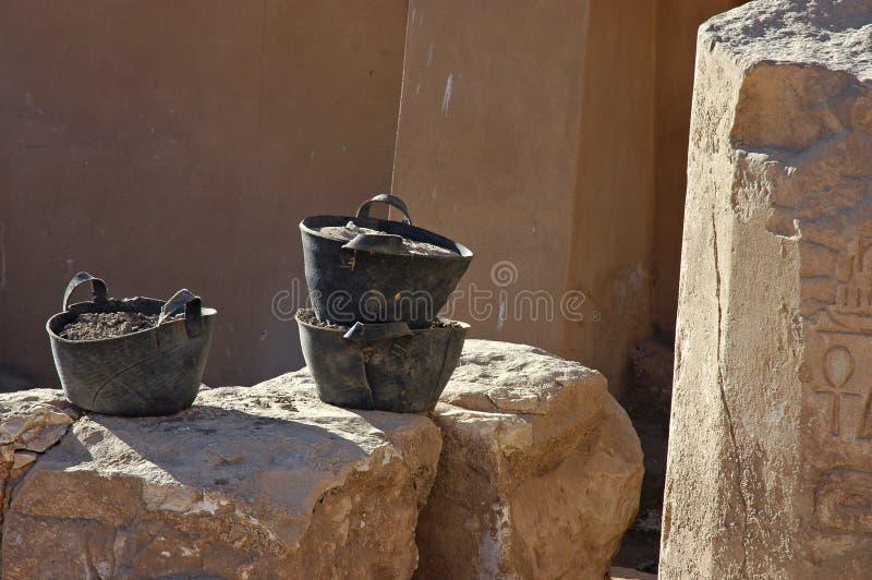 Download Três cubetas imagem de stock. Imagem de pedra, marrom, três - 112771