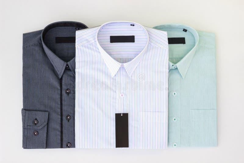 Três de camisas de vestido novas do ` s dos homens fotografia de stock