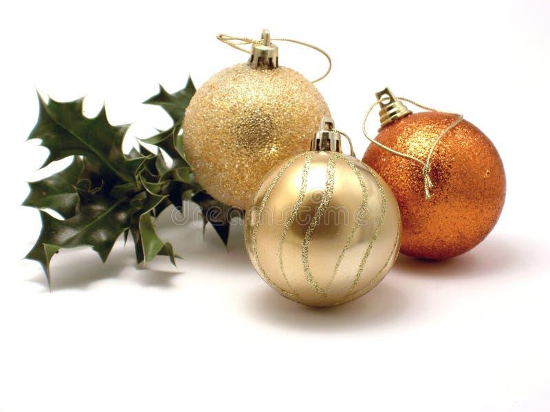 Três decorações e azevinho do Natal fotos de stock
