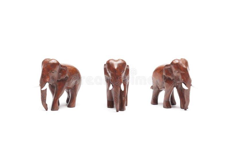 Três elefantes tailandeses de madeira dos ângulos isolados no fundo branco fotografia de stock royalty free